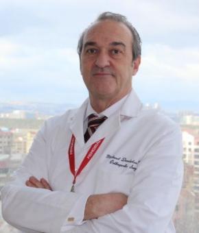 Професор Хірург Мехмет Дерміташ