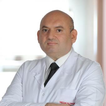 Професор Хірург Мехмет Тахмаз