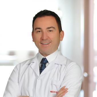 Лікар Хірург Муххамед Йілмаз
